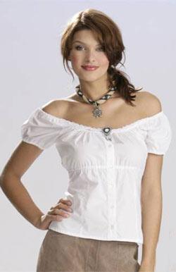 Блуза белая с вырезом кармен