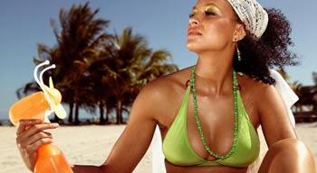 Одежда зеленого цвета летом