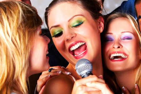 спеть песню под караоке